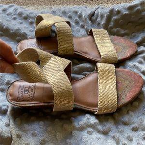 Women's size 9 lucky brand sandals!